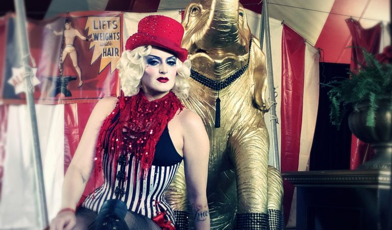 Morbid Moments with Vita DeVoid, Entertainer Extraordinaire